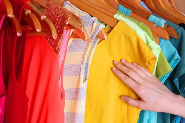 Mẹo giặt quần áo không ra màu